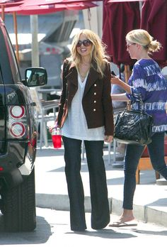 Celebrity stylist Rachel Zoe drinks passion iced tea on an outing