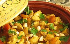 Spicy chicken tagine with Apricots and Almonds Tajin Recipes, Spicy Recipes, Clean Recipes, Wine Recipes, Healthy Recepies, Healthy Dinner Recipes, Healthy Food, Wok, Tagine