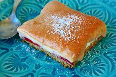 Oster-Dessert: Erdbeer-Vanillecreme Schnitten mit Rhabarber-Curd