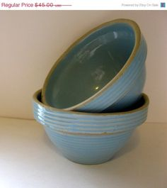 A Pair of Vintage Monmouth Pottery Mixing Bowls. , via Etsy. had one of these at the cottage - where is it\? Glazes For Pottery, Pottery Bowls, Ceramic Pottery, Pottery Art, Mccoy Pottery, Antique Crocks, Antique Stoneware, Antique Pottery, Vintage Kitchenware
