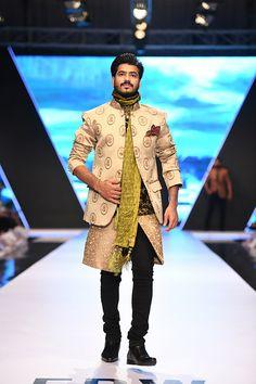fashion_pakistan_ss_18_blog_amir_adnan_540_02 Achkan, Men's Suits, Sherwani, Jodhpur, Kaftan, Groomsmen, Pakistani, Pajamas, Indian