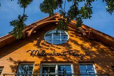 A Malomkert Panzió 2012-ben épült. A tulajdonos maga is nagycsaládos, így saját utazási tapasztalatait is belevitte a panzió kialakításába. A panzió kedvező áron várja nagy családi apartmanjaiban az akár 4-5 gyermekkel érkező családokat is. A falu nevezetességei, a Börzsöny hegység kirándulóútvonalai, az erdei kisvasút bőséges programot kínálnak a családoknak több napra is.