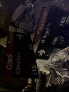 cartel de la calle tirado en la basura!!!