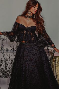 Sonam Kapoor sexy Cleavage Show Photoshoot pictures. Sonam Kapoor Shows off Cleavage during Photoshoot, Sonam Kapoor in Private Party Showing Deep Cleavage Indian Fashion Dresses, Indian Designer Outfits, Indian Outfits, Hijab Fashion, Designer Dresses, Fashion Fashion, Mode Bollywood, Bollywood Fashion, Bollywood Saree