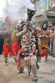 Dance to please lord Shiva. Arte Shiva, Mahakal Shiva, Shiva Art, Om Namah Shivaya, Hindus, Sadhus India, Aghori Shiva, Yoga India, Ganesh Lord