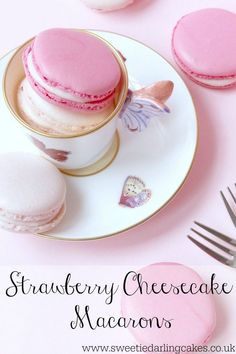 This recipe for Strawberry Cheesecake Macarons can be adapted to make any flavour macarons you can dream up. A great macaron recipe for beginners! Dessert Crepes, Dessert Bars, Just Desserts, Delicious Desserts, Yummy Food, Strawberry Cheesecake, Strawberry Recipes, Baking Recipes, Cookie Recipes