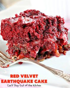 Red Velvet Earthquake Cake - Can't Stay Out of the Kitchen Poke Cakes, Cupcake Cakes, Sweets Cake, Dump Cakes, Dump Cake Recipes, Dessert Recipes, Earthquake Cake Recipes, Red Velvet Desserts, Delicious Desserts