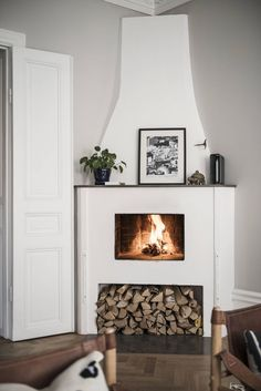 Excellent options for DIY Fireplace Designs - Decoration Fireplace Garden art ideas Home accessories Living Room Decor Fireplace, Diy Fireplace, Fireplace Design, Fireplaces, French Home Decor, Scandinavian Home, Scandinavian Fireplace, Cool Ideas, Traditional House