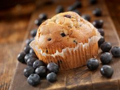 Gluten and Lactose Free Blueberry Muffins Peach Muffins, Blue Berry Muffins, Sans Lactose, Lactose Free, The Dish, Food To Make, Blueberry, Breakfast Recipes, Biscuits