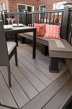 Deck railing isn't simply a security function. It can include a sensational visual to frame a decked area or deck. These 36 deck railing ideas show you exactly how it's done! Deck Building Plans, Deck Plans, Patio Deck Designs, Patio Design, Cabin Decks, Deck Colors, Outdoor Furniture Sets, Outdoor Decor, Deck Furniture Layout