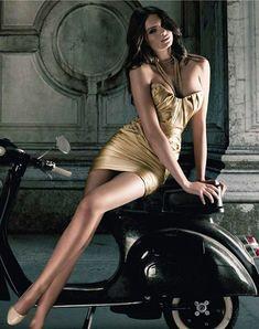 Scooters Vespa, Motos Vespa, Scooter Motorcycle, Motor Scooters, Piaggio Vespa, Scooter Girl, Vespa Girl, Vintage Vespa, Biker Chick