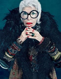 Trendy Yet Timeless: Iris Apfel Colour Collection for MAC. Products included in the Iris Apfel for MAC collection, including pricing and availability dates. Iris Apfel Documentary, Iris Apfel Quotes, Look Fashion, Fashion News, Iris Fashion, Fashion Beauty, Beauty Style, Woman Fashion, Fashion Models