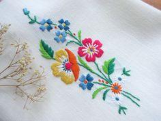 Toalla de té Floral adorable!! La toalla tiene un pequeños puntos - ver foto 5 Precio se ha ajustado en consecuencia. Tamaño: 19 x 13,5