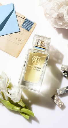 Jolie Fleur Bleue captures the intoxicating aroma of tuberose in Tory Burch's garden.