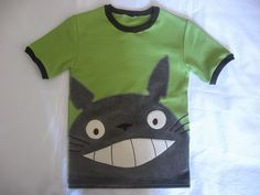 Totoro shirt! Need it for the Kidlet....<---Forget the kid let I need this for me!!