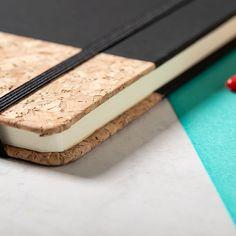Cuaderno de notas con goma elástica Bluster Gravure Laser, Tapas, Types Of Printing, Custom Notebooks, Business Gifts, Laser Engraving, Pallet, Desserts, Notes
