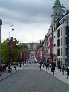 Karl_Johans_gate. Oslo Norway