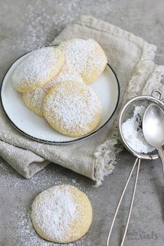 Zitronen Cheesecake Cookies - Bake to the roots: The recipes - Dessert Easy Cookie Desserts, Easy Desserts, Cookie Recipes, Dessert Recipes, Baking Cookies, Baked Cheesecake Recipe, Lemon Cheesecake, Simple Cheesecake, Biscotti Cheesecake