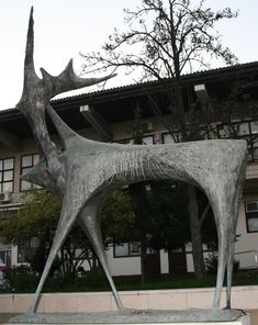 Skulptura jelena Dušana Džamonje