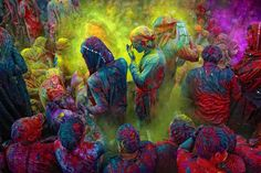 Holi is a festival of colors. Holi is a religious festival celebrated by Hindus. Holi is the most energetic Indian festival, filled with fun and good Holi Festival India, Holi Festival Of Colours, Holi Colors, India Colors, Vibrant Colors, Rich Colors, Neon Colors, Hindu Festivals, Indian Festivals