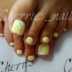 Nail art Christmas - the festive spirit on the nails. Over 70 creative ideas and tutorials - My Nails Pretty Toe Nails, Cute Toe Nails, My Nails, Pedicure Nail Art, Toe Nail Art, Manicure And Pedicure, Flower Pedicure, Wedding Pedicure, Pedicure Ideas