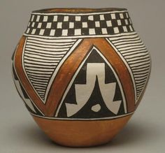 Small Jar By Frances Torivio Southwest Pottery, Southwestern Art, Worli Painting, Ceramic Painting, Native American Pottery, Native American Art, Pottery Painting Designs, African Art Paintings, Pottery Pots