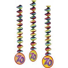 3 stuks rotorspiralen 70ste verjaardag in vrolijke kleuren. Lengte rotorspiralen: 100 cm. Materiaal rotorspiralen: folie&papier.
