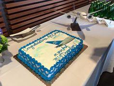 Después de celebrarlo, todo está listo. Esta noche, nuestro primer Boeing 787 cruzará el Atlántico por primera vez rumbo a Madrid. Madrid, Cake, Desserts, Food, First Time, Night, Tailgate Desserts, Deserts, Kuchen