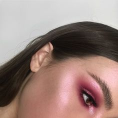 I was inspired by this makeup look as I really liked the pink tone colours that had been used and loved how the highlighter contrasts with the eyeshadow even though I felt the colours here that had been used are still too strong for my theme.
