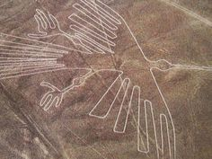 The Nazca lines is located in a town in the region of Ica in Peru, Nazca. Nazca lines has design such as images of humans, monkeys, birds and whales. Nazca Lines Peru, Nazca Peru, Machu Picchu, Archaeological Discoveries, Archaeological Finds, Ancient Aliens, Ancient History, Illustration Photo, Mysteries Of The World