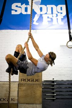 CrossFit photography, fitness fotografie, rope climb, wod. #crossfit #fitness #strong #fit Fitness Workouts, Sport Fitness, Sport Motivation, Crossfit Photography, Functional Training, Online Marketing, Trainers, Studio, Strong