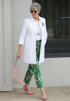 boden white jacket, boden linen shirt, boden green print pants, j.crew pink suede shoes Source by bdjalali fashion Over 60 Fashion, Over 50 Womens Fashion, Green Fashion, Fashion Over 50, Fashion Top, Office Fashion, Punk Fashion, Lolita Fashion, Cheap Fashion