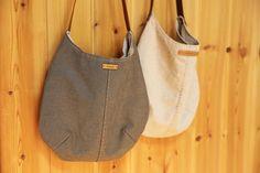 둥근 숄더백 겸 토드백 만들기 들기에도 끈이 길지 않고 메기에도 끈이 짧지 않은 둥근 모양의 숄더백 겸 토드백을 만들었어요~ㅎ  두 개 만들었어요~ 하나는 겉감이 옥스포드, 안감이 린넨이고요.. 하나는 겉감과.. Denim Bag, Leather Case, Fashion Bags, Sewing Crafts, Pouch, Tote Bag, Crochet, Bag Tutorials, Bag Patterns
