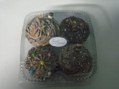 SUPER NOVIDADE  Temos agora também cupcakes a pronta entrega  Vende-se bandejas com 4 cupcakes somente hoje a 10 REAIS