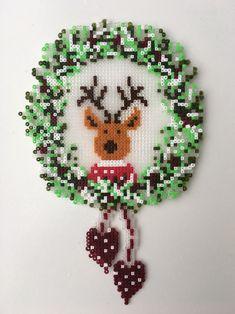 Christmas Deer Wreath Perler Beads Hama Bügelperlen by dassommersprossenmaedchen