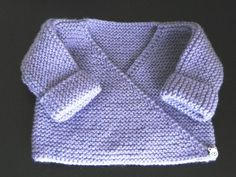 Lilac baby bra - My knits and tips Free tutorial Bra or lilac vest, garter stitch, needle N ° for baby in size 3 months Always aspired to be able to k. Knitting For Kids, Baby Knitting Patterns, Baby Patterns, Knitting Yarn, Free Knitting, Crochet Patterns, Knitting Tutorials, Baby Cardigan, Baby Pullover