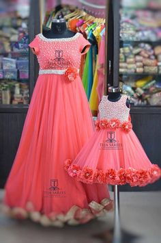Mom n Daughter - 22 November 2016 Mom Daughter Matching Dresses, Mom And Baby Dresses, Baby Girl Party Dresses, Little Girl Dresses, Girls Dresses, Birthday Dresses, Baby Outfits, Mother Daughter Fashion, Baby Dress Design