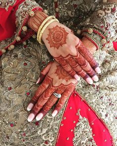 Look at my beautiful brides stain 12 hours after application. #asianbridal #indianbride #pakistanibride #mendhiartist #mendhi #henna #allthingsbridal www.thehennacircle.com