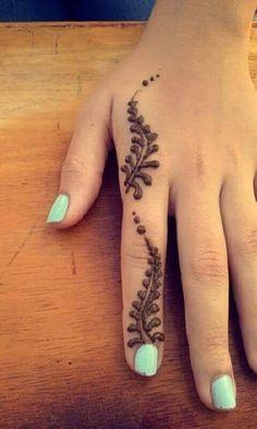 125 Stunning Yet Simple Mehndi Designs For Beginners - Art - Henna Designs Hand Henna Tattoo Designs Simple, Finger Henna Designs, Mehndi Designs For Girls, Mehndi Designs For Beginners, Unique Mehndi Designs, Mehndi Designs For Fingers, Mehndi Simple, Beautiful Mehndi Design, Latest Mehndi Designs