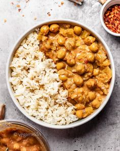 Creamy butter chickpeas with rice by delicious comfort dish using coconut milk & spices! One-pot butter chickpeas large onion, diced cloves garlic + 1 tbsp fresh ginger, minced Vegan Recipes One Pot, Easy Salad Recipes, Easy Salads, Delicious Vegan Recipes, Healthy Dessert Recipes, Dinner Recipes, Whole30 Recipes, Fall Recipes, Crockpot Recipes