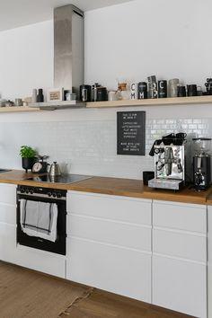 Ikea Kitchen Design, Kitchen Interior, Ikea Metod Kitchen, Cocina Office, Diy Kitchen Shelves, Sweet Home, Kitchen Stories, Apartment Kitchen, Home Kitchens