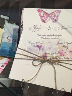 Kelebek tasarimli ozel renkli davetiye modelimiz.  #mehtapahmet #bella #bellacolor #belladavetiye #davetiye #bellacolordavetiye #invitation #davetiyetasarimi #ozeldavetiye #laura #lauralanz #lauradavetiye #lauralanzdavetiye #luxuryinvitation #mutluluklar #pin #like