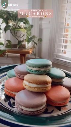 Only put cream or nutella Easy Macaroons Recipe, Macaroon Recipes, Fun Desserts, Delicious Desserts, Dessert Recipes, Yummy Food, Fruit Smoothie Recipes, Asian Desserts, Fun Baking Recipes