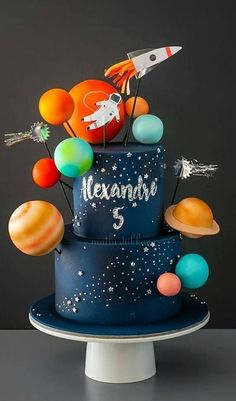 Darling kid's cake idea Darling kid's cake idea Space theme for a kid party… Baby Boy 1st Birthday Party, 2nd Birthday Party Themes, Birthday Ideas, 2nd Birthday Cake Boy, Second Birthday Boys, Birthday Pictures, Space Party, Space Theme, Astronaut Party