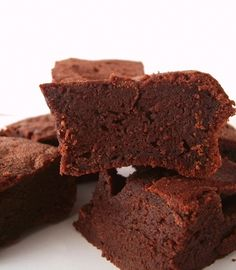 Gluten-Free Fudgy Vegan Brownies Gluten-Free Fudgy Vegan Brownies – No nuts, soy, dairy, gluten or eggs – seriously! The recipe is even rich in fiber yet sweet and indulgent. Go Dairy Free Fudgy Vegan Brownies, Protein Brownies, Bean Brownies, Protein Bread, Healthy Protein, Vegan Sweets, Vegan Desserts, Dessert Recipes, Party Recipes