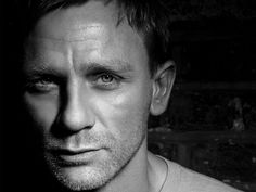 Daniel Craig Born on: March 1968 Sexy because: I didnt give two hoots about James Bond (Gasp. I know) till I saw Daniel Craig strutting his stuff What an incredible post. Rachel Weisz, Look At You, How To Look Better, Gorgeous Men, Beautiful People, James Bond Actors, Daniel Graig, Daniel Craig James Bond, Craig Bond