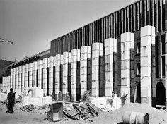 Climat de France, Fernand Pouillon. Photo du chantier. circa 1950. Building Contractors, Stone Age, Modern Architecture, France, Concrete, Multi Story Building, Mid Century, Circa, Paris
