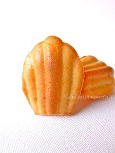 Di pasta impasta: Madeleine salata con feta al profumo di basilico