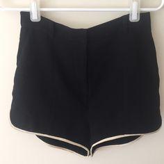 l'agence black shorts Cream piping. Has pockets L'AGENCE Shorts