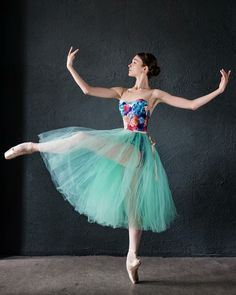 The latest dancewear and top-rated leotards, swing, valve and party trainers, hip-hop clothing, lyricaldresses. Ballet Poses, Dance Poses, Ballet Dancers, Shall We Dance, Just Dance, Hip Hop Outfits, Dance Outfits, Dance Art, Dance Music